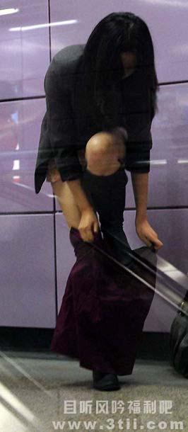 地铁脱裤族算不算得上是宅男福利呢